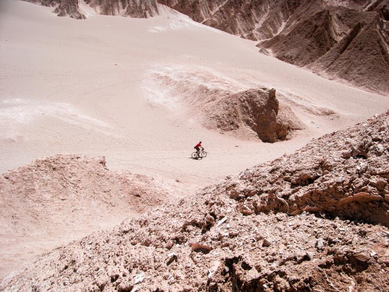 Rad fahren durch die Wüste